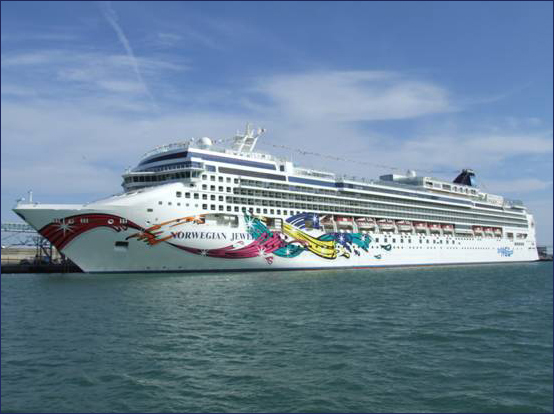 Norwegian_Jewel_sailing