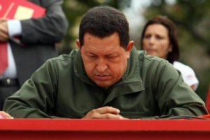 Hugo-Chávez-pensativo