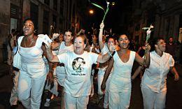PARTIDARIOS DEL GOBIERNO REPUDIAN A DAMAS DE BLANCO EN PROTESTA POR DÍA DDHH