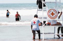 voluntarios de la cruz roja en balnearios