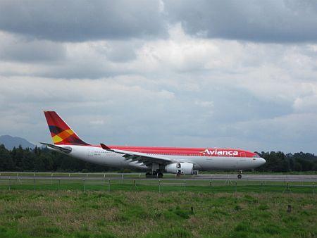 Avianca,_A330-BOG