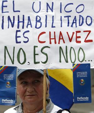 OPOSITORES Y OFICIALISTAS SE MANIFIESTAN SOBRE INHABILITACIONES EN VENEZUELA