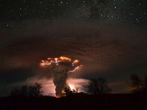 volcan-nocturno