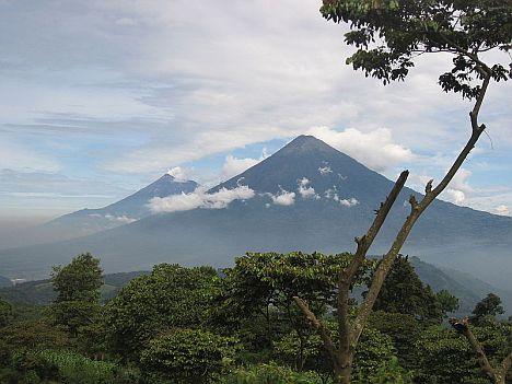 Volcán_de_Fuego_and_Acatenango1