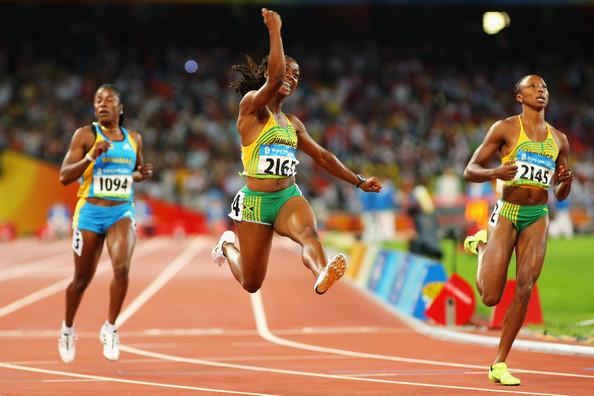Shelly+Ann+Winning+the+Race