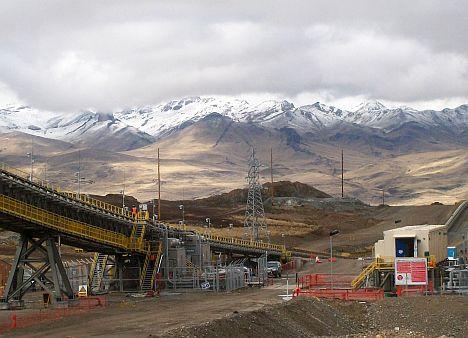 ThyssenKrupp-Bandanlage in peruanischer Kupfermine von Xstrata e