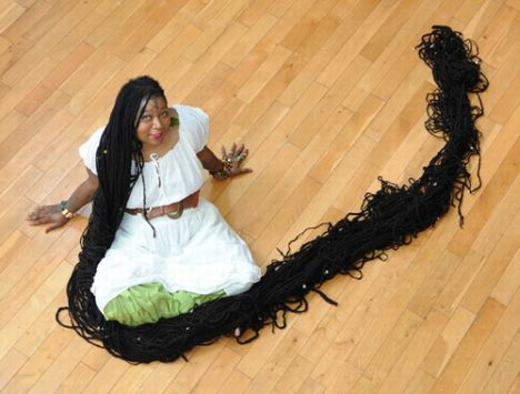 trinidad und tobago frau hat längsten dreadlocks