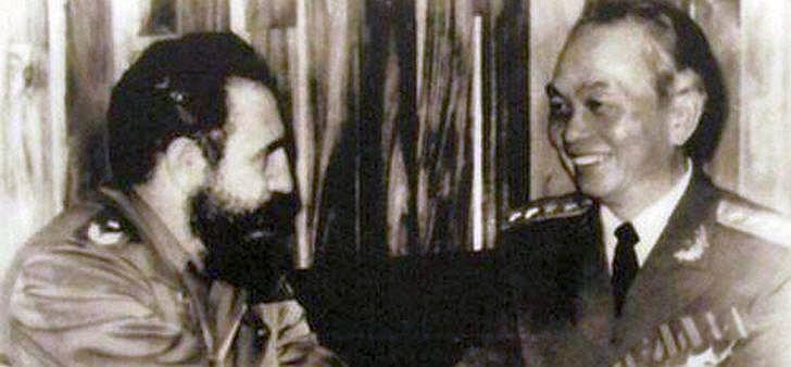 General Giáp und der kubanische Revolutionsführer Fidel Castro