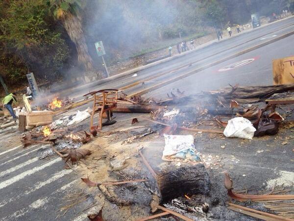 sperre-venezuela-caracas-proteste