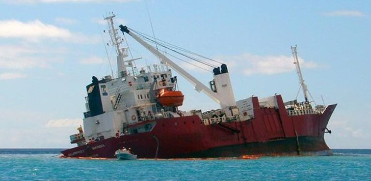 galapagos-schiff