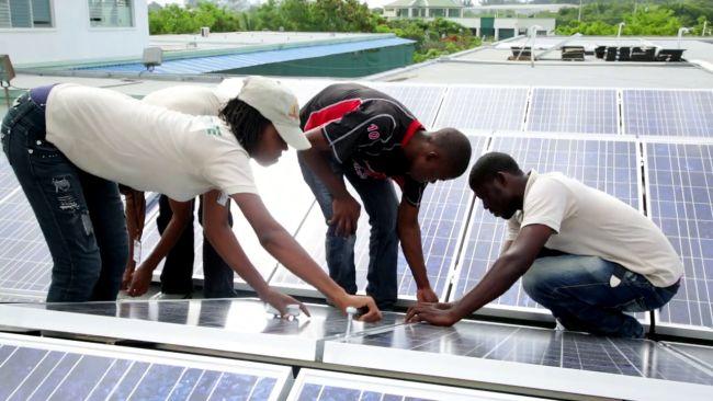 NPH_Haiti_Aufbau Solaranlage St Damien