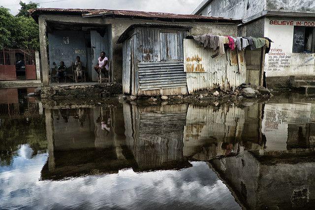 helftuns-bitte-haiti-domrep-landunter-slum