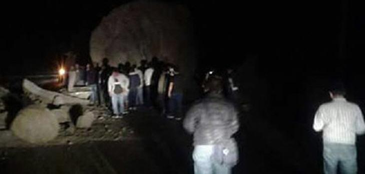 Tonnen von Gestein stürzten auf einen aus Pasco (zentralperuanische Anden) kommenden Linienbus